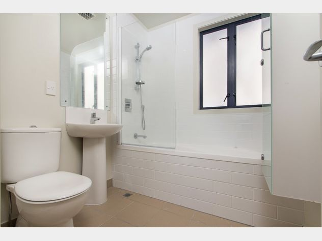 Bedroom Bathroom In Grammar Zone Realestate Co Nz