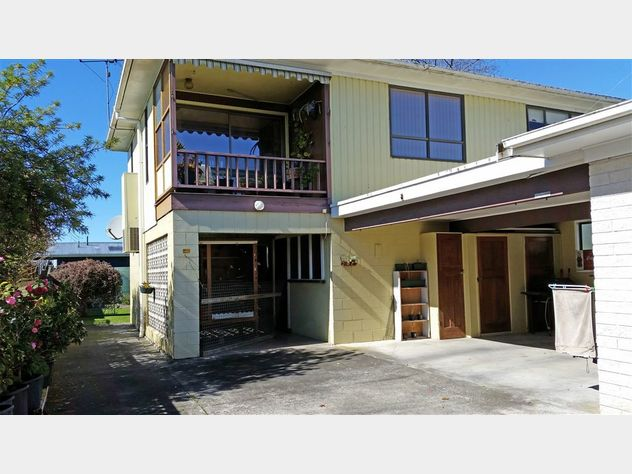 Two Storey Townhouse - Central Location