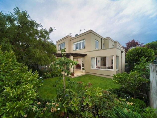 Freehold title - peaceful and private!