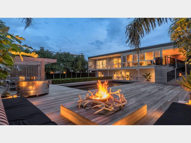 Private Tropical Retreat Minutes from the City